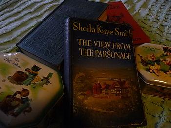 Vintage books & tins 001