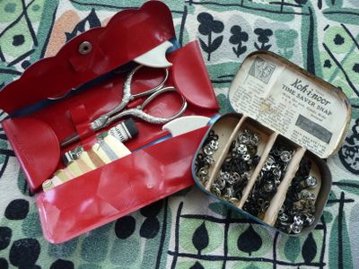 Sewing travel pack..press studs&hooks