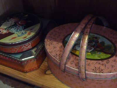 Vintage tins 012