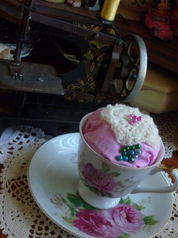 Cup&saucer pincushion