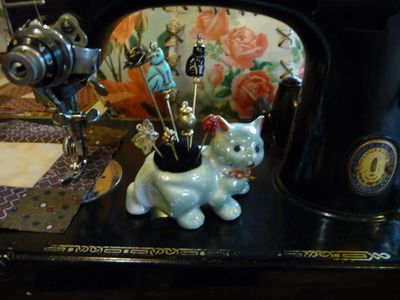 Vintage kitty pincushion 001