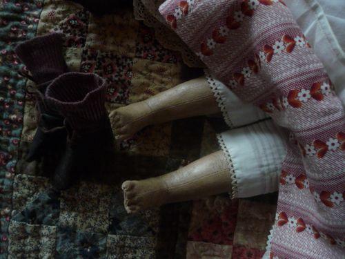 Izabel's little toes