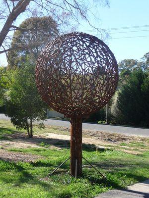 Rusty sculpture _ Daylesford