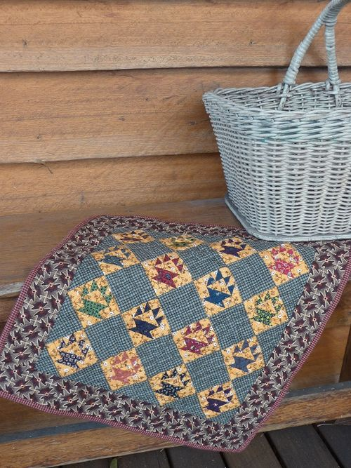 Cakestand Quilt~16 mini baskets