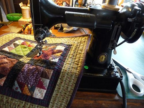 Mini bear's paw quilt ~ Singer featherweight