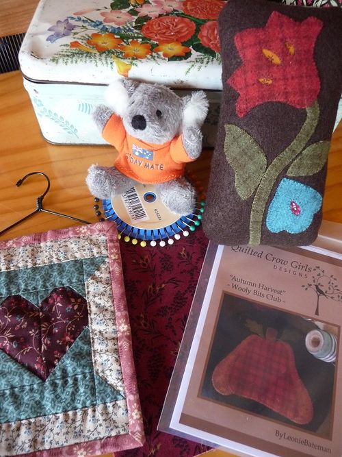 Pincushion & goodies for Donna