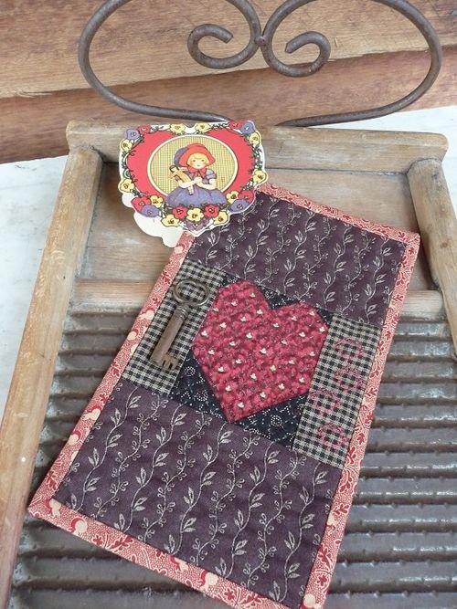 Mini prim Valentine quilt