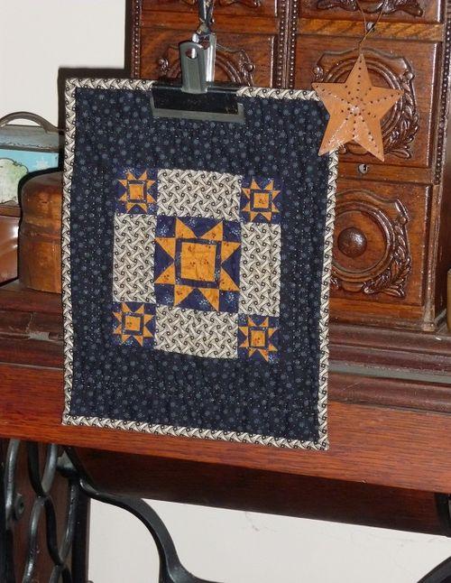Sawtooth star mini quilt (2)
