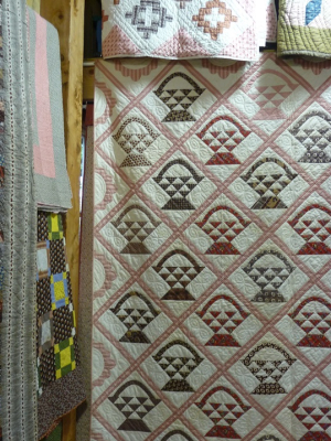 A Celebration of Antique Quilts (8)