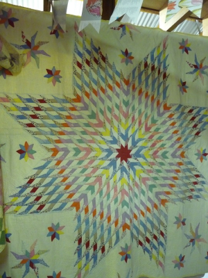 A Celebration of Antique Quilts (25a)