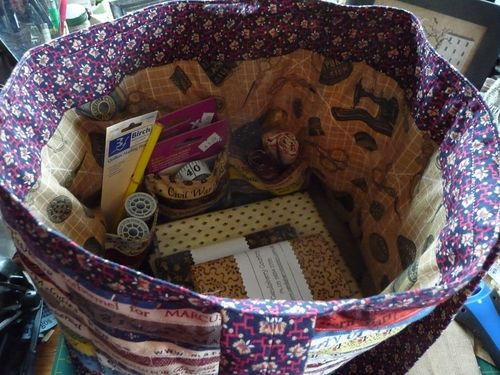 A tote full of quilty goodies