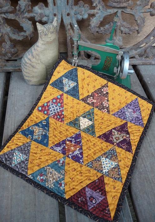 Mini pyramids quilt (2)